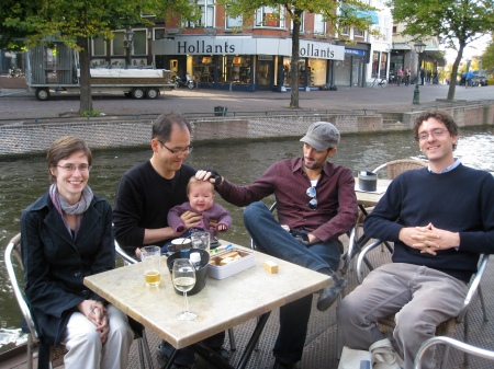 3 grad students, 1 journalist and a baby walk into a bar ...